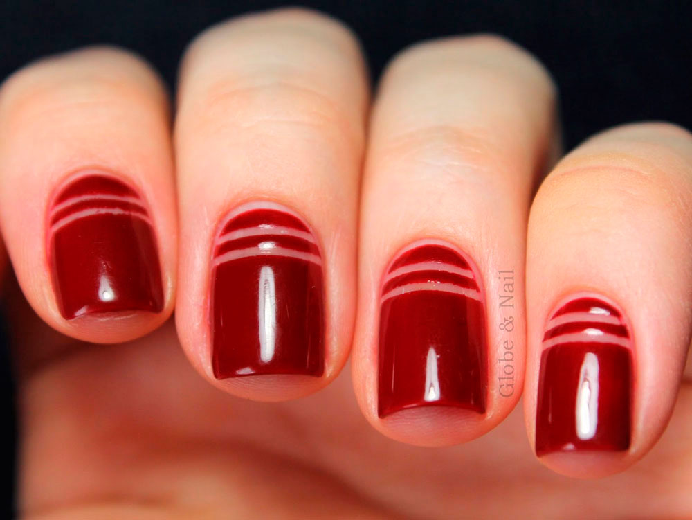 negative-space-nail-art-red-stripes